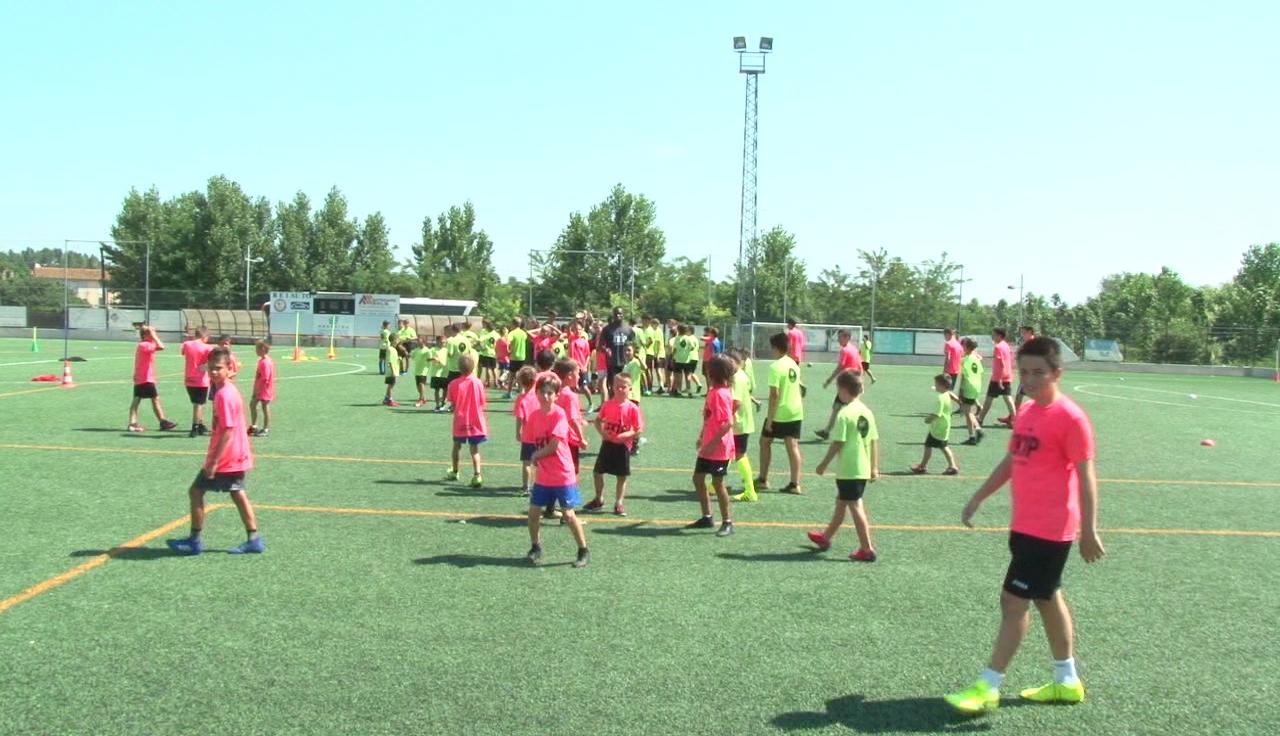 75 nens i nenes s'han apuntat al primer campus de futbol de Cornellà del Terri