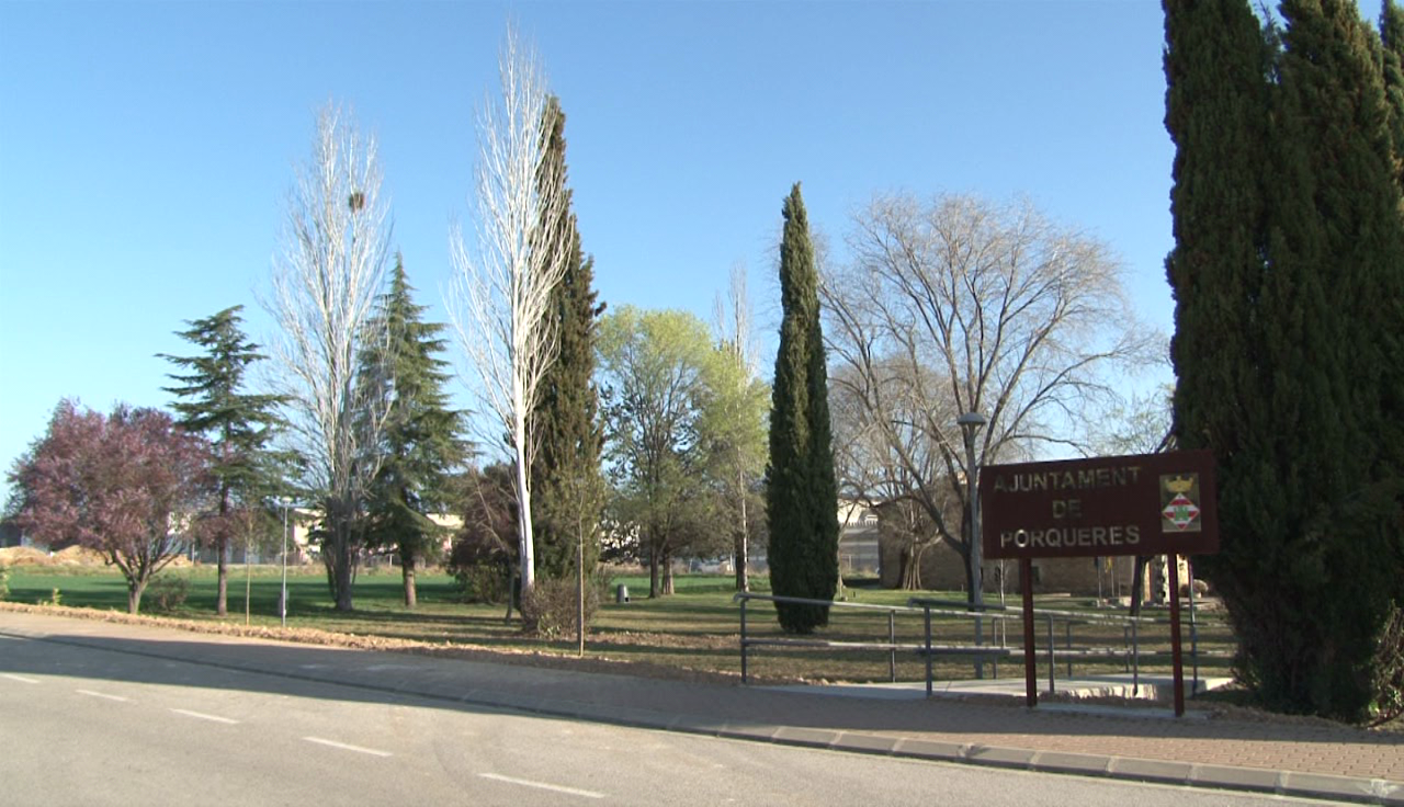 Porqueres acaba l'adequació de la zona verda a tocar de l'Ajuntament