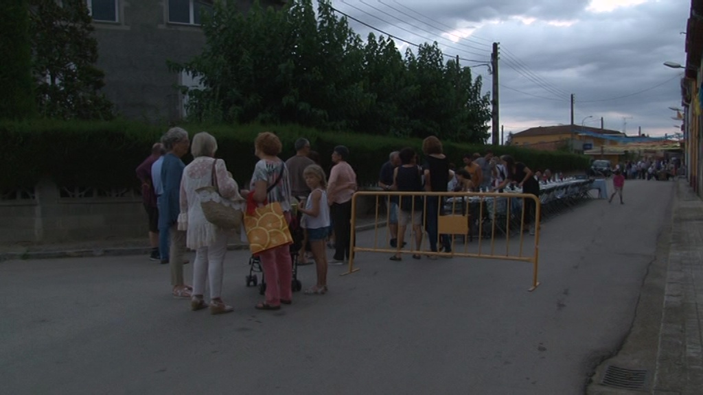 Més de 300 persones participen a la Festa del carrer i la travessia del Carme de Cornellà del Terri